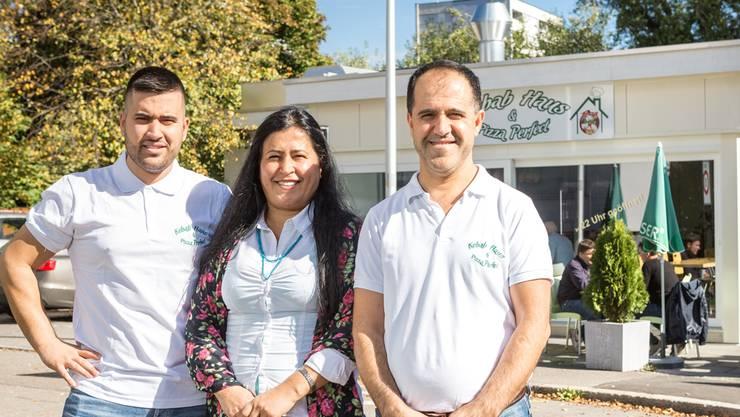 Ayse Öztürk und ihr Mann Hüseyin eröffnen bald ihr neues Lokal, Sohn Umut übernimmt das Kebabhaus.Chris Iseli