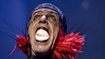 Till Lindemann, Sänger der deutschen Brachial-teutonen-Band Rammstein, bei seinem Konzert in Riga/Lettland im Mai 2010.