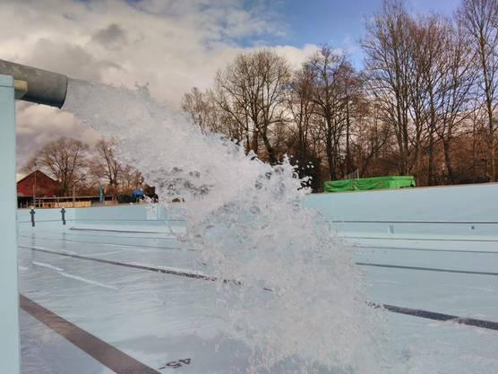 Nun ist die neue Folie verbaut und frisches Wasser wurde eingelassen.