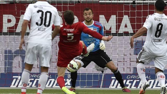 Fulvio Sulmoni erzielt das 3:0 für Thun