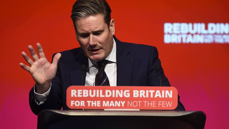 Brexit-Schattenminister Keir Starmer forderte, auch eine Abkehr vom EU-Austritt sollte nicht ausgeschlossen werden - und erhielt dafür tosenden Beifall.