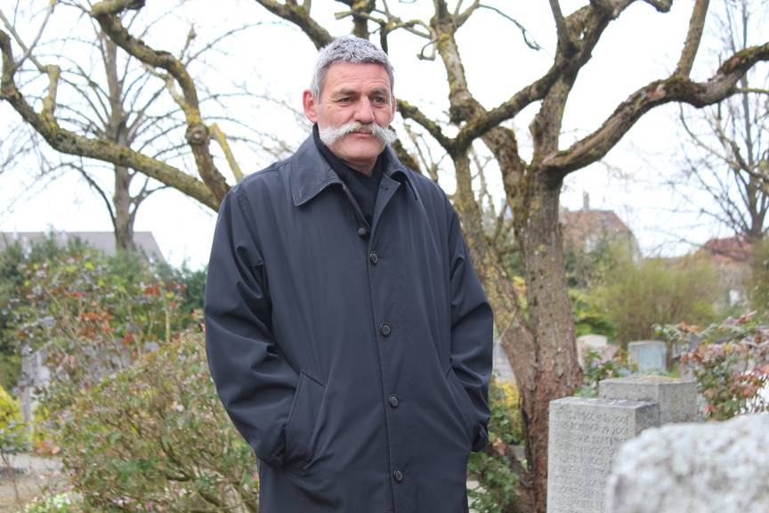 Herbert Nafzger hat schon fast sein ganzes Leben auf dem Friedhof verbracht.
