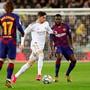 Barcelonas Samuel Umtiti (ganz rechts) droht eine längere Zwangspause