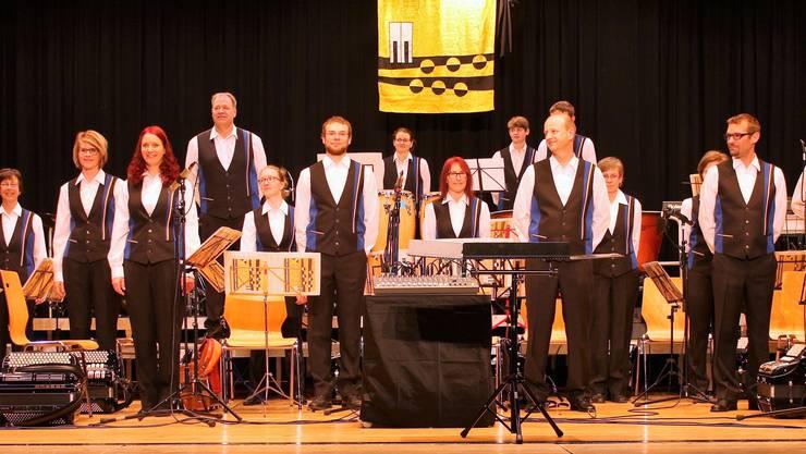 Die Vereinigten Harmonika-Spieler Küttigen-Erlinsbach in ihren neuen Uniformen.