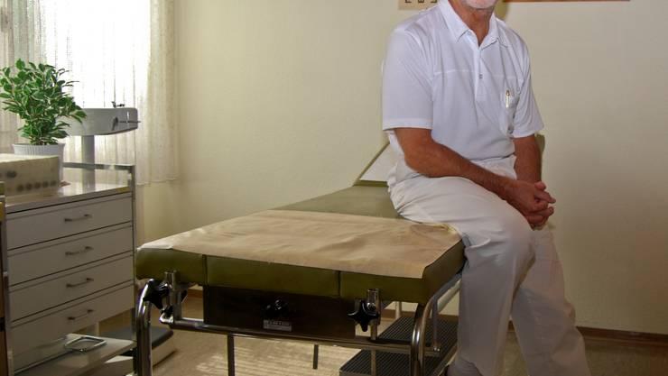 Hausarzt Robert Hasler geht in Pension. Einen Nachfolger für seine Praxis in Oberentfelden hat er nicht gefunden.