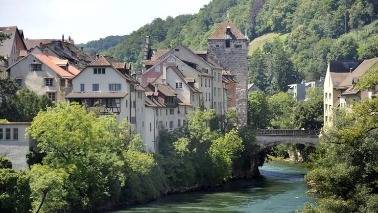 Der schwarze Turm und die Aarebrücke von Brugg.