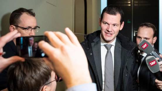 Der Genfer FDP-Regierungsrat Pierre Maudet verlässt die Sitzung mit dem Parteivorstand der FDP Schweiz im Bundeshaus in Bern.