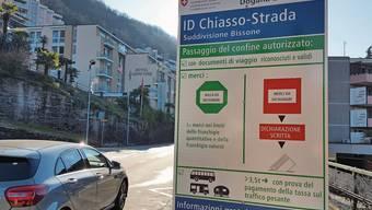 Beim Verlassen von Campione d'Italia in Richtung Bissone ist dieses Schild vom Schweizer Zoll installiert.