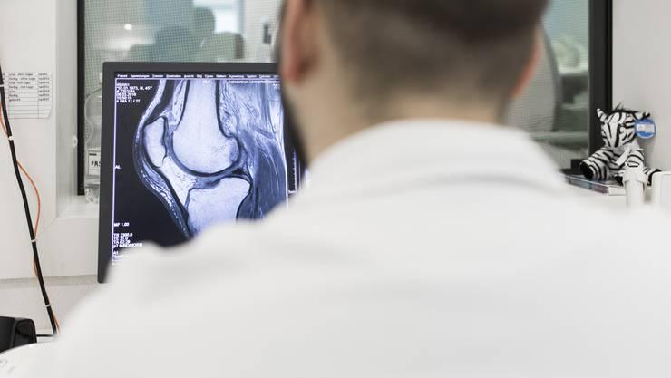 Der künstlichen Intelligenz kommt zunehmend Bedeutung bei der Analyse von Röntgen- oder Ultraschallbildern zu. (Archivbild)