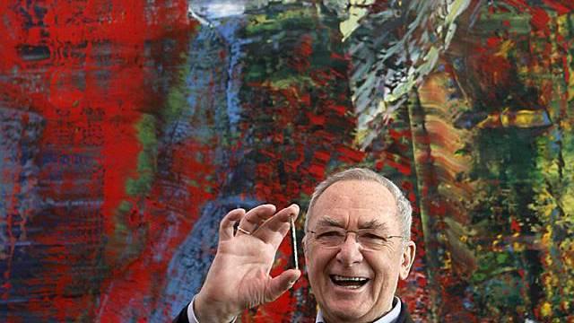 Gerhard Richter vor seinem Gemälde Abstraktes Bild