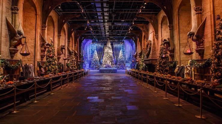 Die Grosse Halle von Hogwarts. Wie im Film – bis auf die Decke.