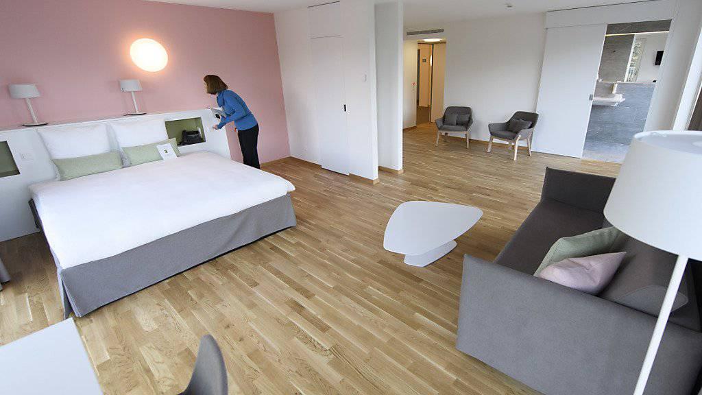 In den grosszügigen Zimmern sollen Patienten zum Abschluss des Spitalaufenthalts auch zusammen mit Angehörigen übernachten können.