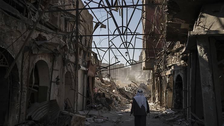 Mossul ist nach der Rückeroberung durch die irakische Armee eine zerstörte Stadt. Viele, vor allem junge Menschen werden vermisst.