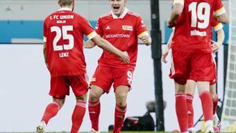 Pohjanpalo (Mitte) bejubelt seinen Treffer zur 2:1-Führung für Union