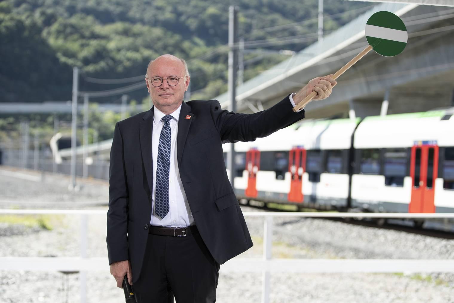 SBB-CEO Vincent Ducrot hat sichtlich Freude an der Eröffnung des Ceneri-Basistunnels.