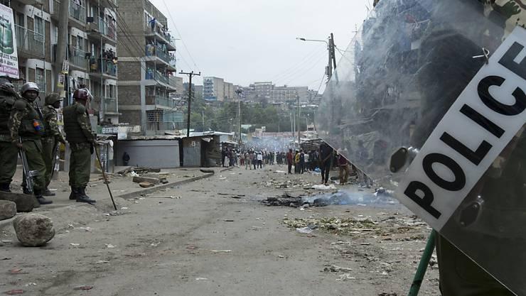 Bei Protesten gegen das Wahlergebnis in Kenia sind zwei Anhänger des unterlegenen Oppositionskandidaten getötet worden.