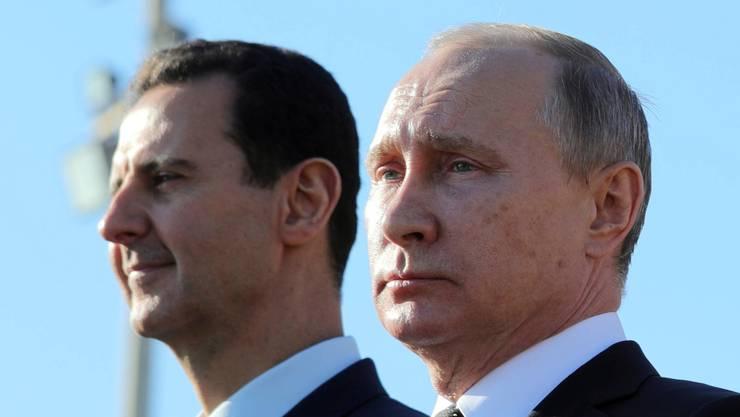 Macht in Syrien weiter wie zuvor: Diktator Baschar al-Assad (l.) mit Unterstützung von Wladimir Putin.