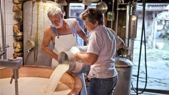 Wegen des Milchpreiszerfalls haben in den letzten zwei Jahren 800 Milchbauern ihren Betrieb aufgegeben. Gaetan Bally/Keystone
