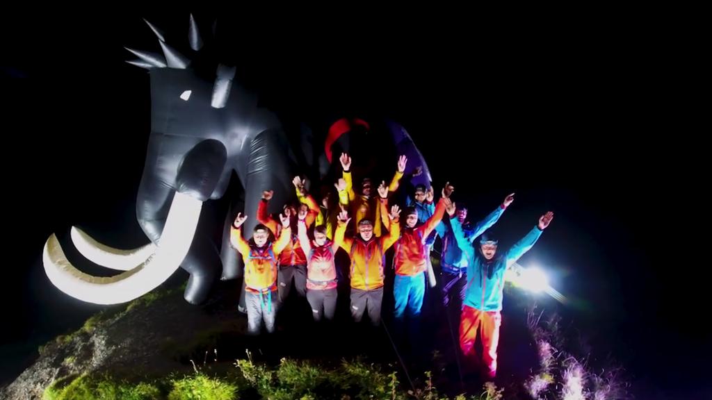 Das Mammut leuchtete über der ganzen Region.