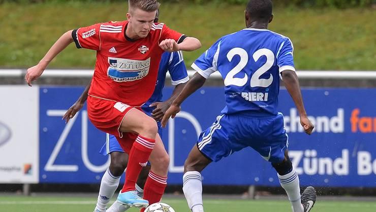 Christopher Teichmann (links, Baden) gegen Ndoe Ze Mathurin (rechts, Grenchen).