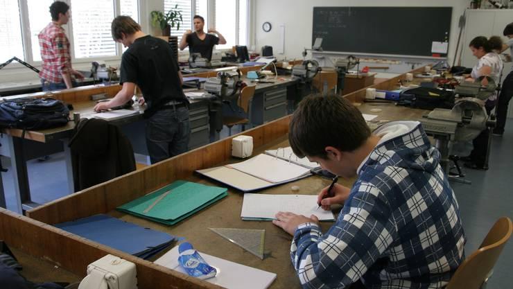 Die Lehrer für praktische Fächer sollen den gleichen Lohn erhalten wie ihre Kollegen von der Allgemeinbildung. (Archiv)