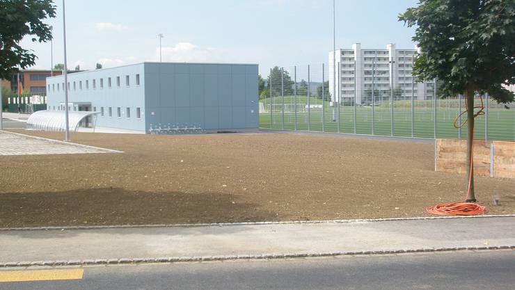 Noch nichts zu sehen: Hier neben dem neuen Garderobengebäude soll dereinst das neue Klubhaus stehen.