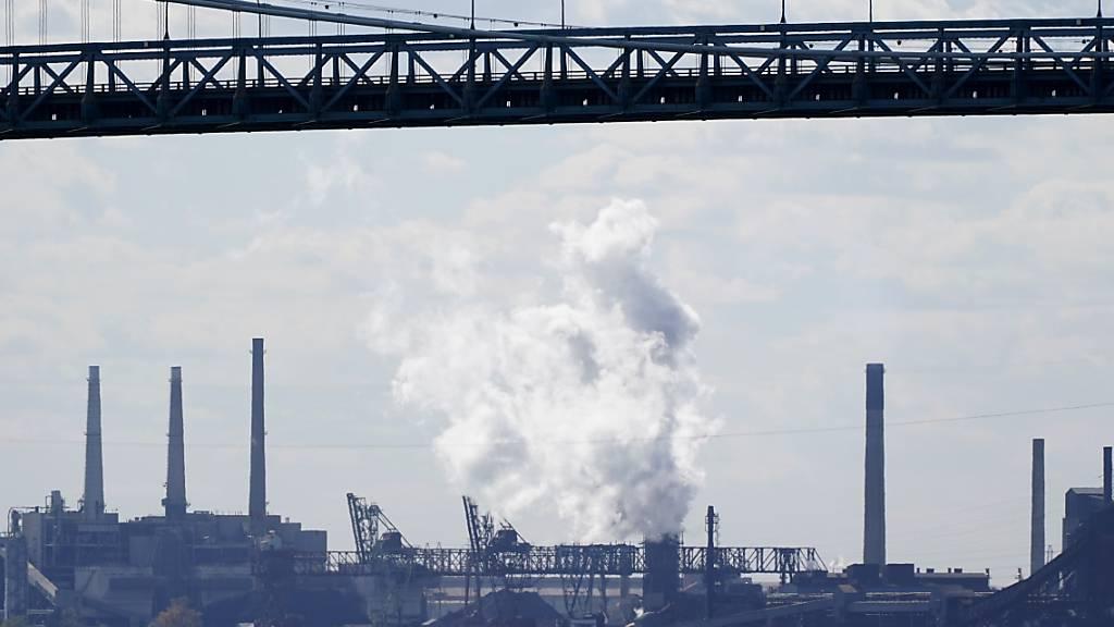 Die US-Wirtschaft hat im dritten Quartal eine deutliche Erholung gezeigt - im Bild ein Industriegelände in Detroit. (Archivbild)