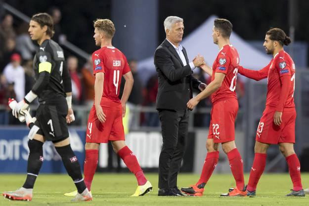 Vladimir Petkovic und die Schweizer Nati erfüllen die Pflicht.