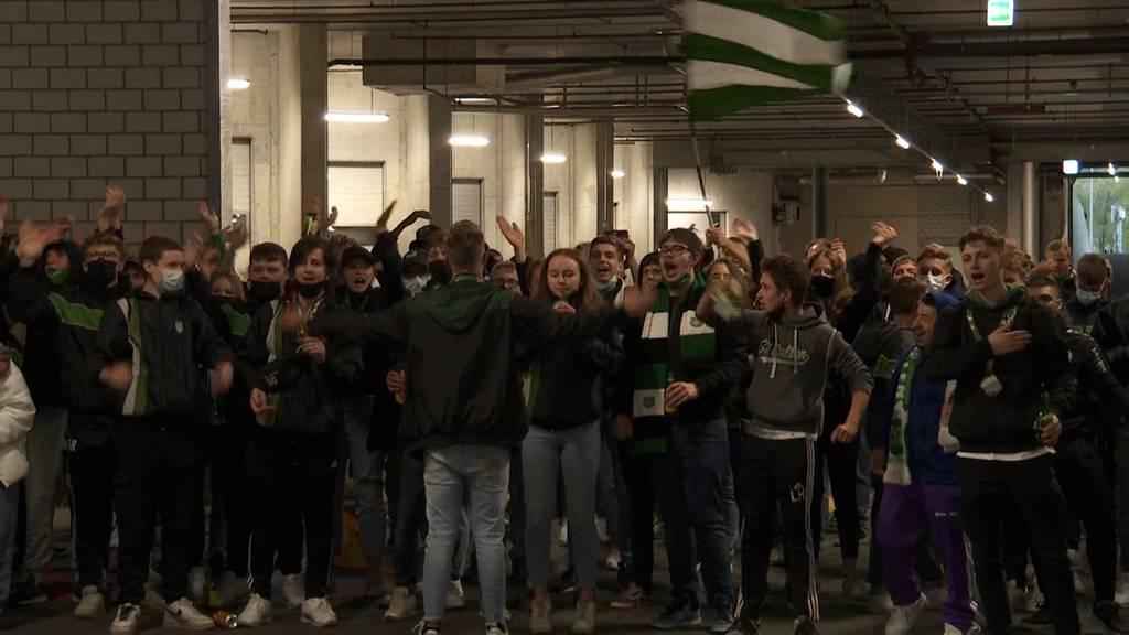 So empfangen die Fans den FC St.Gallen nach der Cupniederlage