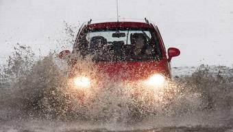 Der angekündigte Dauerregen birgt neue Hochwassergefahr in vielen Gegenden der Schweiz. (Archivbild)