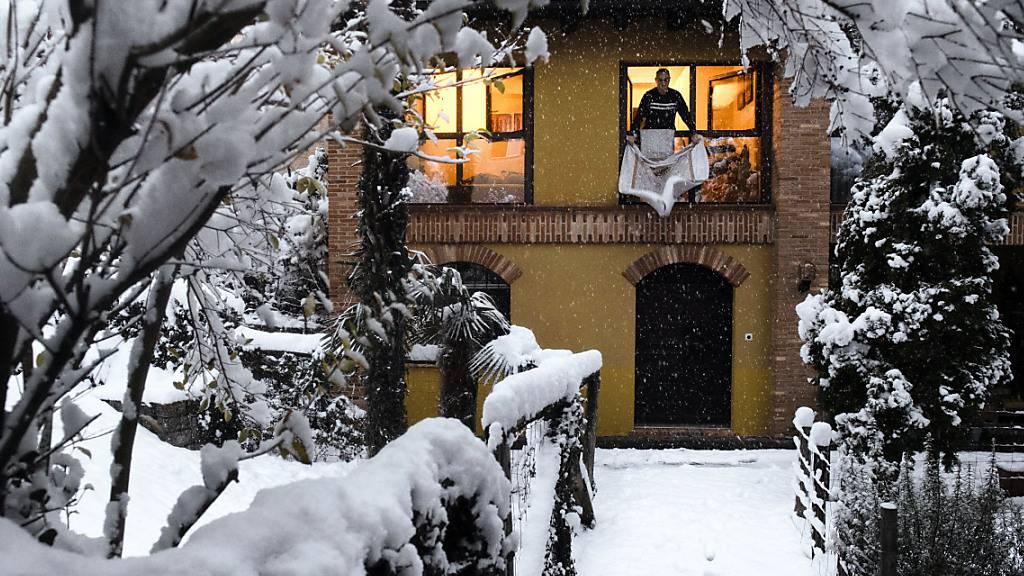 Winterlicher Garten in Stabio im Südtessin.