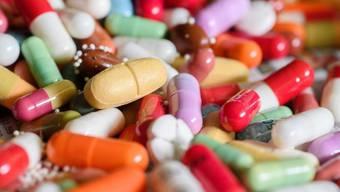 Je ein knappes Drittel der in der EU importierten Medizinalprodukte stammen aus der Schweiz und den USA. Während nur 11 Prozente der EU-Medi-Exporte umgekehrt für die Schweiz bestimmt sind, gehen von der EU in die USA fast gleichviel Arzneien, wie von da herkommen. (Symbolbild)