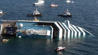 Schiffunglück vor der Küste Italiens: Costa Concordia rammt einen Felsen