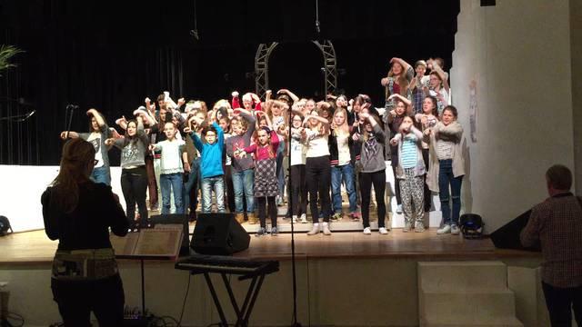 Der Jugendchor Seetal probt für das Gala-Konzert am 16. April im Löwensaal in Beinwil am See.