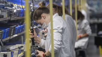Der Einkaufsmanagerindex für die Industrie hat sich im September weiter erholt, dafür wird weiter Personal abgebaut. (Symbolbild)