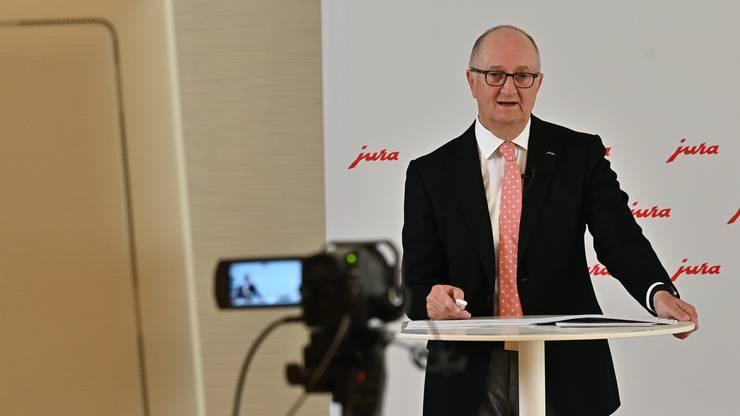 Jura-CEO Emanuel Probst informiert an der Medienkonferenz