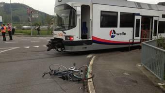 Unfall zwischen WSB und Velofahrer in Suhr.