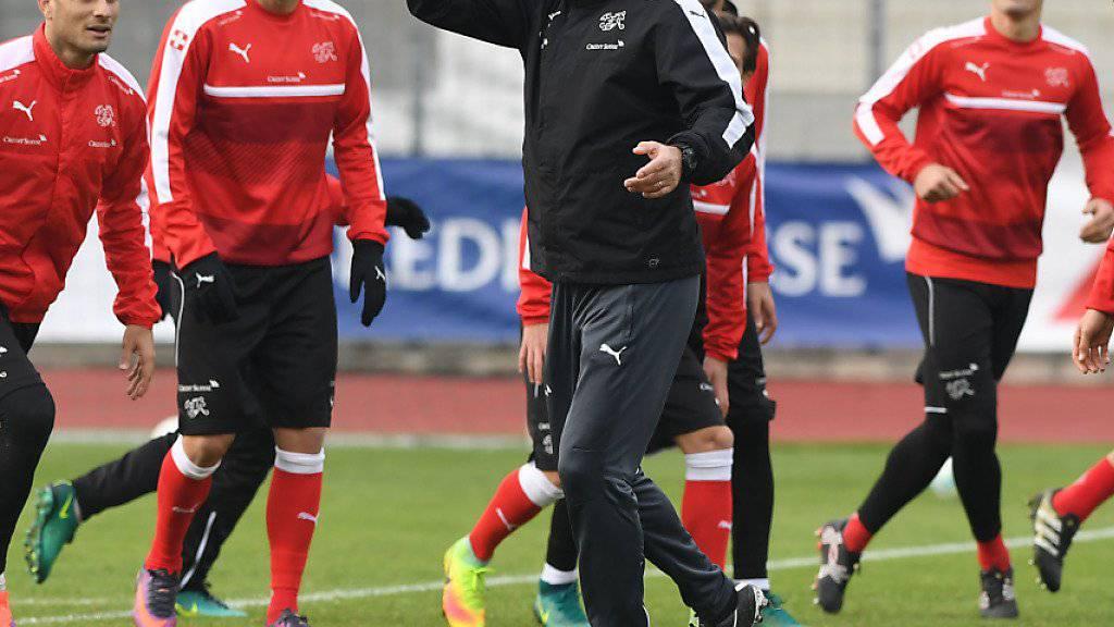 Trainer Vladimir Petkovic schenkt auch in der Partie gegen Lettland den bewährten Kräften das Vertrauen