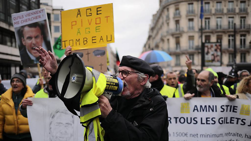 Tausende demonstrieren erneut gegen Rentenreformpläne