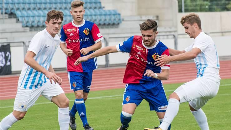 Wohl der nächste Neuzugang aus Basel für den FC Aarau: Linksfuss Martin Liechti (Mitte).