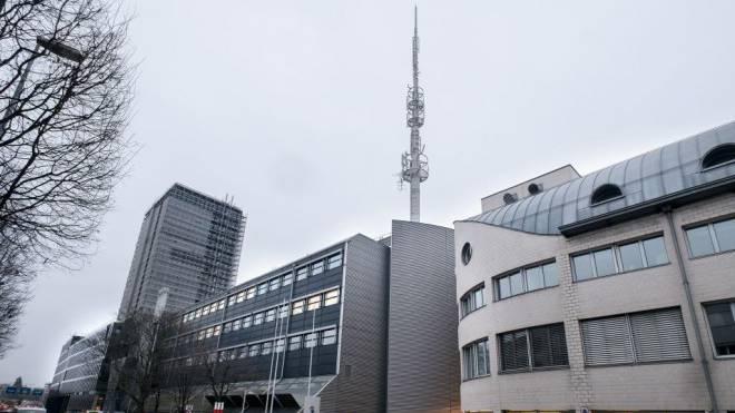 Swisscom, hier der Sitz an der Basler Grosspeterstrasse, schraubt für das «neue Bedürfnis der Kunden» die Sendestärke hoch. Foto: Kenneth Nars