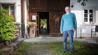 Kurt Ehrler vor dem Friesenhaus: «Ich bin nicht abergläubisch. Die Sage regt aber meine Fantasie an.»Pascal Meier