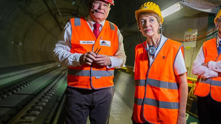 Verkehrsministerin Simonetta Sommaruga beim Besuch des neuen Ceneri-Basistunnels im Tessin. Er soll im September 2020 aufgehen. (Archivbild)
