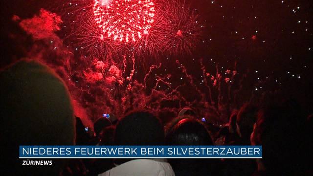 Niedriges Feuerwerk an Silvester