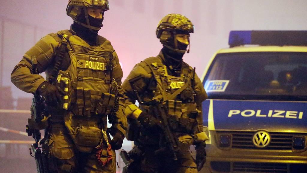 Zur Unterstützung war auch eine Spezialeinheit der Polizei vor Ort.