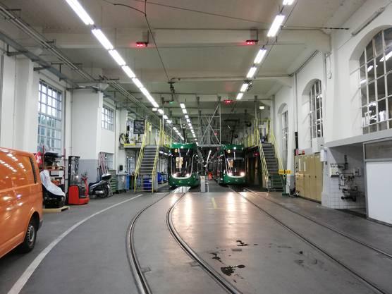 Im Depot an der Allschwilerstrasse werden die Klimaanlagen der Trams jährlich gewartet. So kann auch der Energieverbrauch der Anlagen reduziert werden.