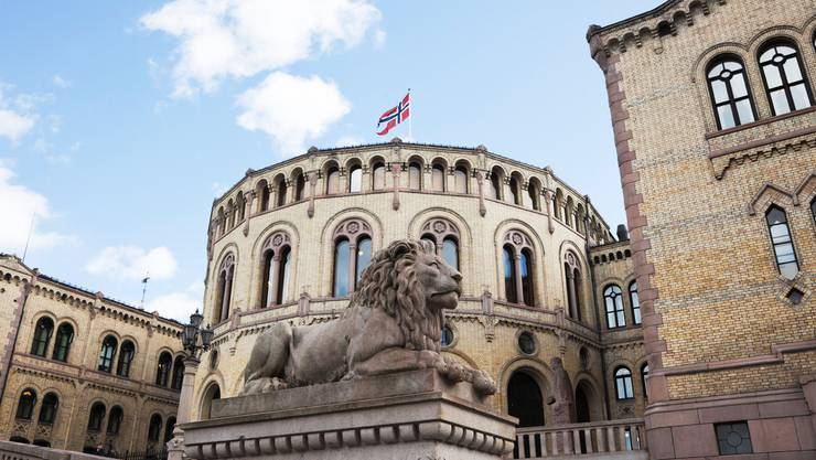 Lion o in front of the Norwegian Parliament Building. Oslo