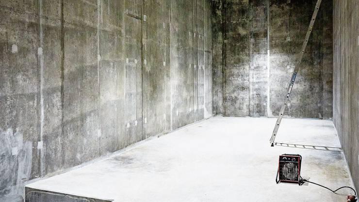 Das neue Wasserreservoir Gubrist im Weininger Gebiet Holeeberen soll im Sommer in Betrieb gehen. Dieses Lächeln kommt von Herzen: Der Dietiker Fabio Ambrosio strahlt übers ganze Gesicht, als er aus dem Auto steigt und die Bachelorette Chanelle Wyrsch erstmals sieht – dann tanzt er los.