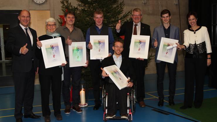 Die Preisträger 2016 mit Regierungsrätin Monica Gschwind und Regierungsrat Anton Lauber.