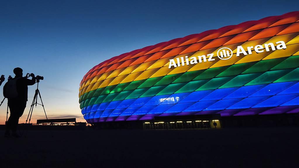 Das Münchner Fussballstadion ist schon einmal in Regenbogenfarben erstrahlt.
